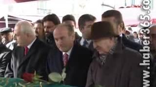 Mustafa Sarıgülün Kadir Topbaşı Öpme Anı İzle