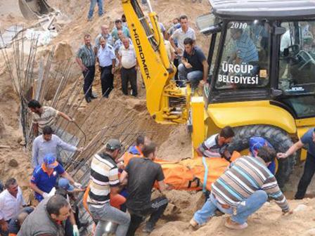 Nevşehirde İnşaatta Göçük 2 Ölü 1 Yaralı (Video)