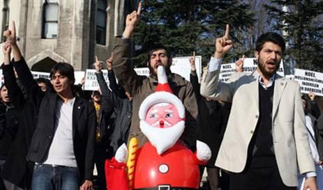 Noel Babayı Protesto Görüntüleri İzle