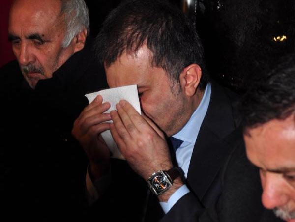 Omer Celik Sehit Evinde Aglama Goruntuleri Ömer Çelik Şehit Evinde Ağlama Görüntüleri