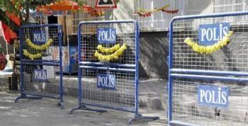 Polis Barikatında Sebze Kurutuyor