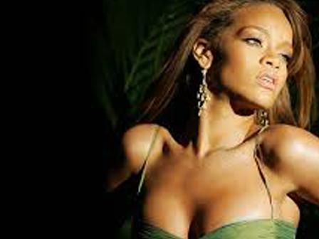 Rihanna Kıvrım Diyetinde