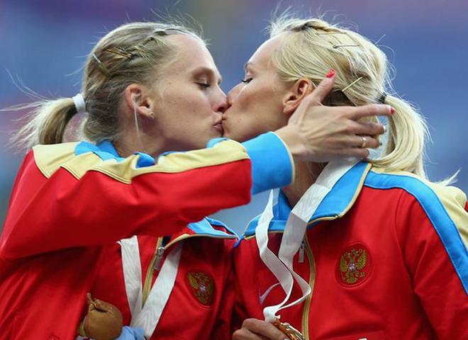Şampiyonlardan Öpücüklü Protesto