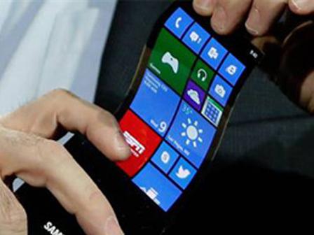 Samsungun kıvrılabilen katlanabilen ekranını izle