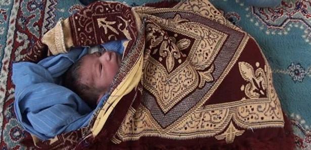 Şanlıurfa Da 1 Günlük Bebeği Cami Avlusuna Bıraktılar