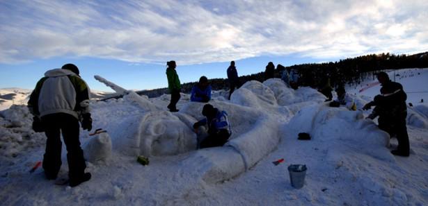 Sarıkamışta Şehitler İçinYapılan Kardan Heykeller