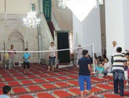 Şaşırmayın Bu Görüntüler Camide Çekildi